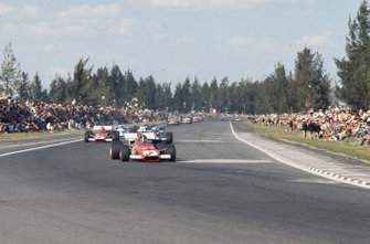 Jacky Ickx, Ferrari 312B, leads Jackie Stewart, Tyrrell 001 Ford and Clay Regazzoni, Ferrari 312B, in the early laps