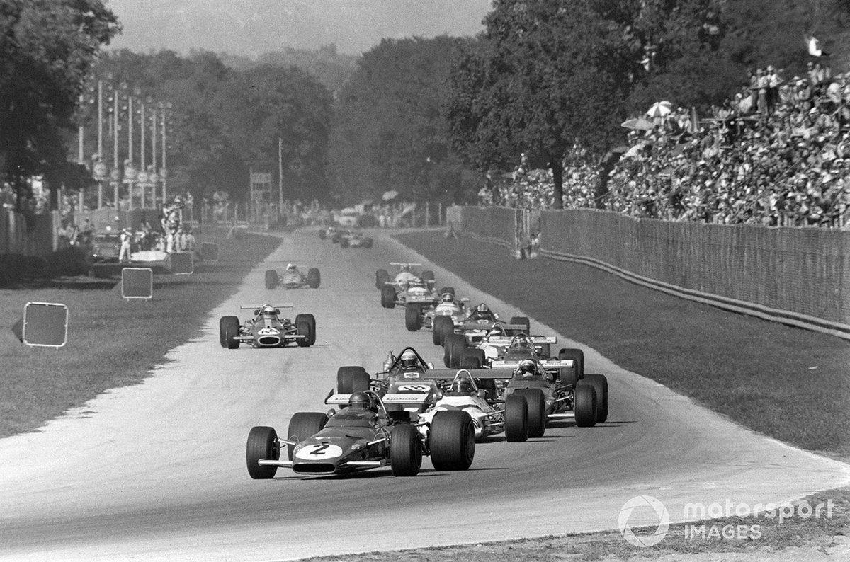 Jacky Ickx, Ferrari 312B, Pedro Rodríguez, BRM P153 y Jackie Stewart, March 701 Ford