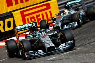 Nico Rosberg, Mercedes F1 W05 Hybrid, devant Lewis Hamilton, Mercedes F1 W05