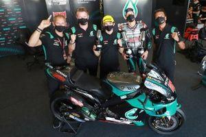 1. Fabio Quartararo, Petronas Yamaha SRT, mit Wilco Zeelenberg, Johan Stigefelt, Razlan Razali und John McPhee, Moto3