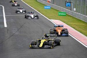 Daniel Ricciardo, Renault F1 Team R.S.20, Carlos Sainz Jr., McLaren MCL35, Daniil Kvyat, AlphaTauri AT01, Pierre Gasly, AlphaTauri AT01