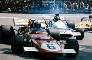 Mario Andretti, Ferrari 312B2, Jean-Pierre Beltoise, Matra MS120B, Mike Hailwood, Surtees TS9