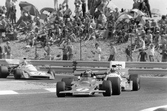 Emerson Fittipaldi, Lotus 72D Ford, Chris Amon, Matra MS120B, Jean-Pierre Beltoise, Matra MS120B