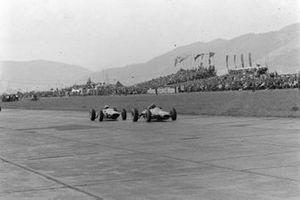 Dan Gurney, Brabham BT7, John Surtees, Ferrari 158
