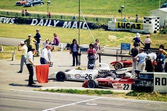 Graham Hill, Brabham BT37 Ford, Tim Schenken, Surtees TS9B Ford