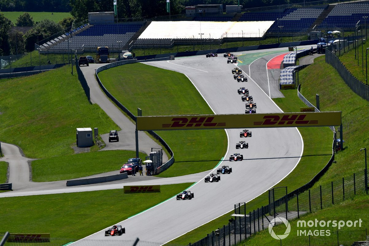 Felipe Drugovich, MP Motorsport, leads Louis Deletraz, Charouz Racing System, Christian Lundgaard, ART Grand Prix, and the rest of the field