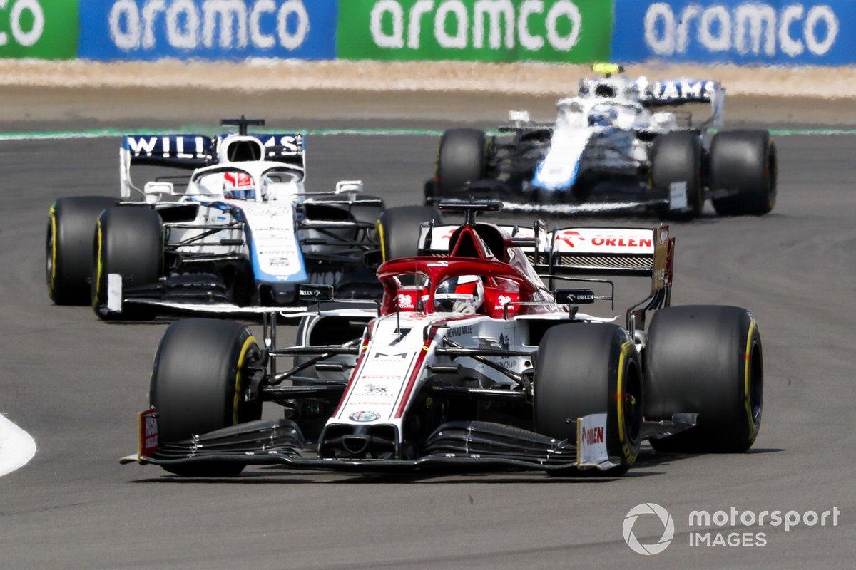 Kimi Raikkonen, Alfa Romeo Racing C39, George Russell, Williams FW43 e Nicholas Latifi, Williams FW43