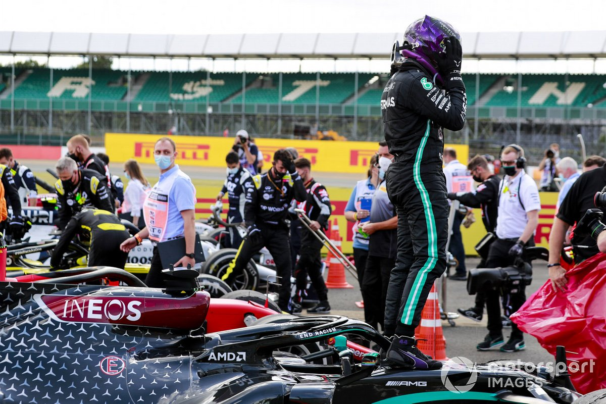 Ganador de la carrera Lewis Hamilton, Mercedes-AMG F1 celebra en Parc Ferme