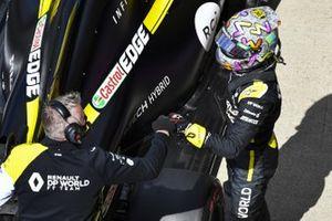 Daniel Ricciardo, Renault F1, in Parc Ferme after Qualifying