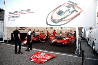 #912 Porsche GT Team Porsche 911 RSR: Earl Bamber, Laurens Vanthoor, Mathieu Jaminet, #911 Porsche GT Team Porsche 911 RSR: Patrick Pilet, Nick Tandy, Frederic Makowiecki
