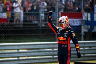 Polesitter Max Verstappen, Red Bull Racing viert zijn pole-position in parc ferme