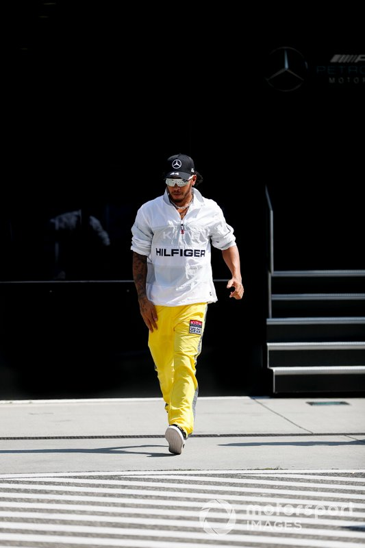 Lewis Hamilton, Mercedes AMG F1 nel paddock