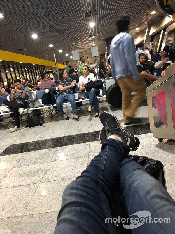 As esperas em aeroportos foram cena comum para Cacá Bueno