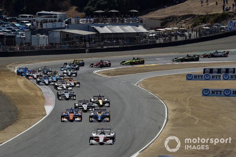 Colton Herta, Harding Steinbrenner Racing Honda leads at the start