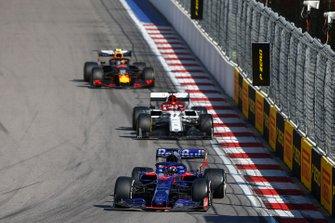 Daniil Kvyat, Toro Rosso STR14, leads Kimi Raikkonen, Alfa Romeo Racing C38, and Alex Albon, Red Bull RB15