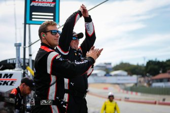 Josef Newgarden, Team Penske Chevrolet, crew members celebrate winning the NTT IndyCar championship
