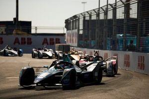 Гэри Паффет, HWA Racelab, Venturi VFE05, и Лукас ди Грасси, Audi Sport ABT Schaeffler, Audi e-tron FE05