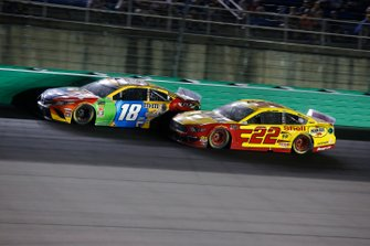 Kyle Busch, Joe Gibbs Racing, Toyota Camry M&M's Toyota Camry, Joey Logano, Team Penske, Ford Mustang Shell Pennzoil