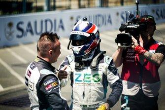 Race winner Sérgio Jimenez, Jaguar Brazil Racing celebrates with Simon Evans, Team Asia New Zealand, 3rd position, in parc ferme
