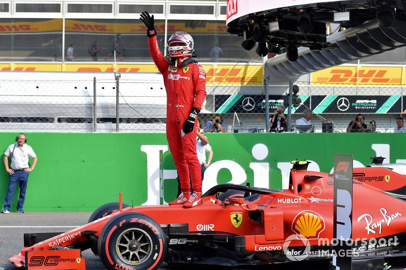 Pole Sitter Charles Leclerc, Ferrari festeggia al Parc Ferme