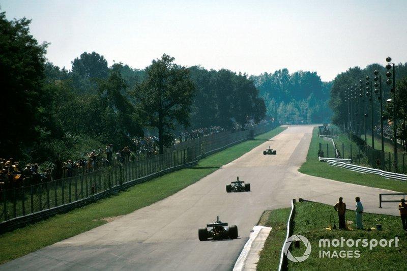 В Монцу Формула 1 как всегда приехала в начале сентября, это был 13-й из 15 этапов сезона. Гонщиков ждали знаменитые скоростные прямые Королевского парка…
