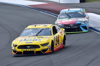 Michael McDowell, Front Row Motorsports, Ford Mustang Love's Travel Stops and Kyle Busch, Joe Gibbs Racing, Toyota Camry M&M's Hazelnut
