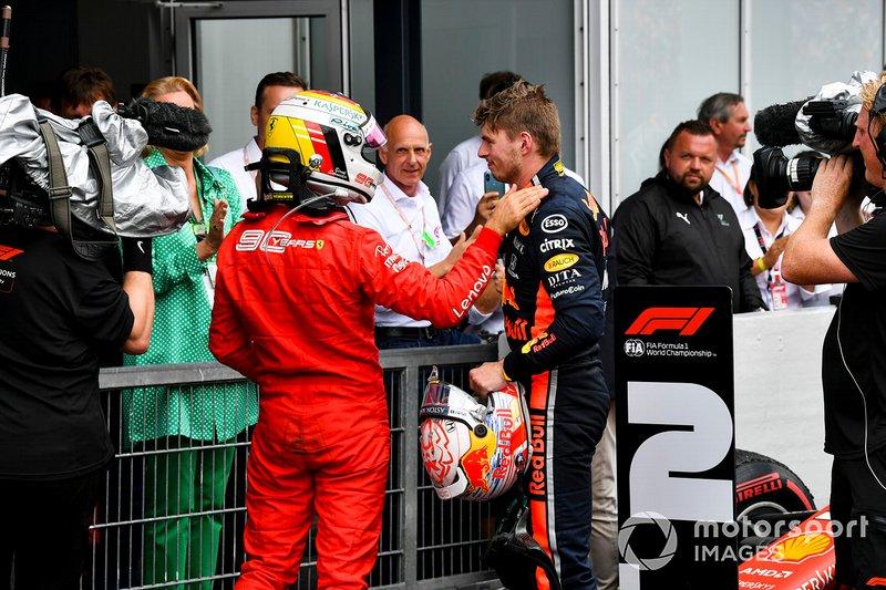 Sebastian Vettel, Ferrari e il vincitore della gara Max Verstappen, Red Bull Racing, festeggiano nel parco chiuso