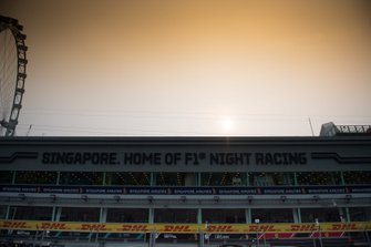 Singapore pit straight and pit building atmosphere
