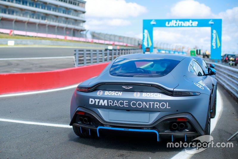 Coche de control de carrera Aston Martin