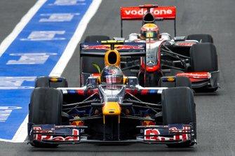 Sebastian Vettel, Red Bull RB5; Lewis Hamilton, McLaren MP4-24