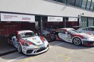 Porsche nel garage Ghinzani Arco Motorsport