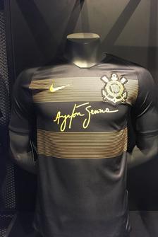 Camisa do Corinthians em homenagem a Ayrton Senna