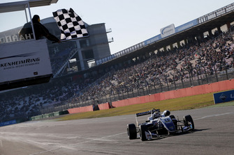 Checkered flag for Robert Shwartzman, PREMA Theodore Racing Dallara F317 - Mercedes-Benz