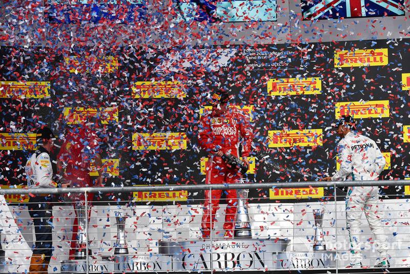 Max Verstappen, Red Bull Racing, Kimi Raikkonen, Ferrari et Lewis Hamilton, Mercedes AMG F1 sur le podium avec le champagne