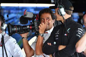 George Russell, Mercedes AMG F1 and Jean-Michel Tibi, FOM Cameraman