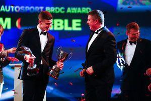 Le vainqueur du McLaren Autosport BRDC Award Tom Gamble sur scène