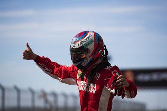 Ganador Kimi Raikkonen, Ferrari, celebra en Parc Ferme