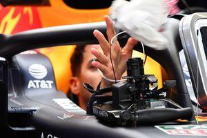 Daniel Ricciardo, Red Bull Racing RB14 and steering wheel