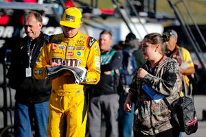 Kyle Busch, Joe Gibbs Racing, Toyota Camry M&M's Halloween with fan