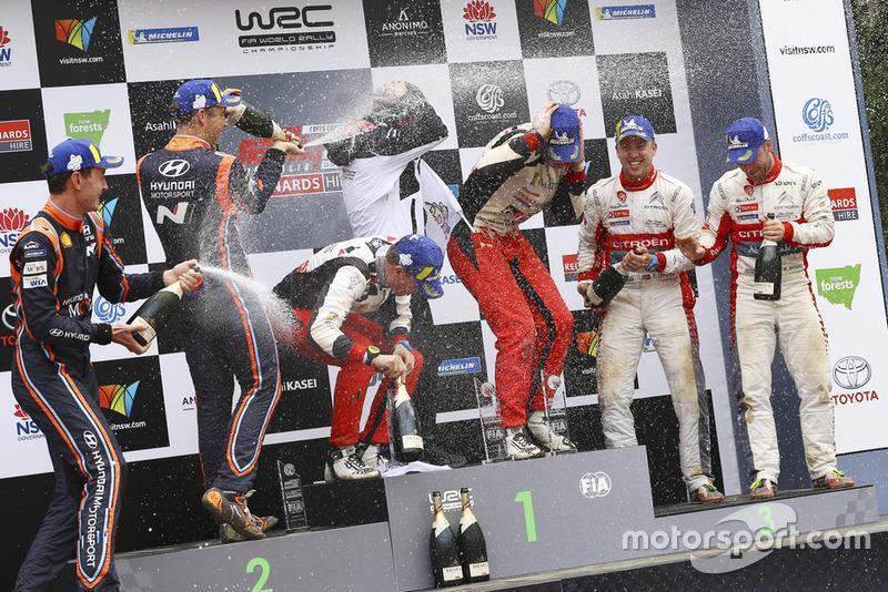 Jari-Matti Latvala, Miikka Anttila, Toyota Gazoo Racing, al secondo posto Hayden Paddon, Sebastian Marshall, Hyundai Motorsport, al terzo posto Mads Ostberg, Torstein Eriksen, Citroën World Rally Team