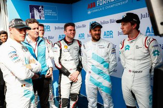 Stoffel Vandoorne, HWA Racelab, Alejandro Agag, CEO, Formula E, Oliver Rowland, Nissan e.Dams, Gary Paffett, HWA Racelab, Oliver Turvey, NIO Formula E Team watch the qualifying times