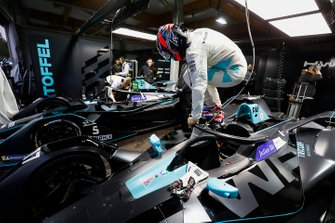 Gary Paffett, HWA Racelab climbs out of his VFE-05in the garage