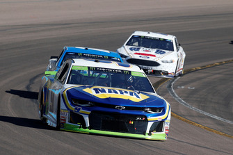 Chase Elliott, Hendrick Motorsports, Chevrolet Camaro NAPA Auto Parts and Ryan Blaney, Team Penske, Ford Fusion PPG