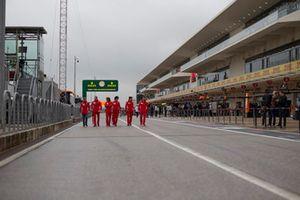 Sebastian Vettel, Ferrari, ispeziona il circuito