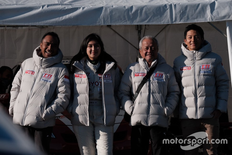 Haridarma Manoppo, Toyota Team Indonesia, Alinka Hardianti, Toyota Team Indonesia, Memet Djumhana, General Manager Toyota Team Indonesia, Rio Haryanto, Toyota Team Indonesia