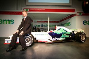 Ross Brawn, Team Principal, Honda Racing F1 Team con una RA108