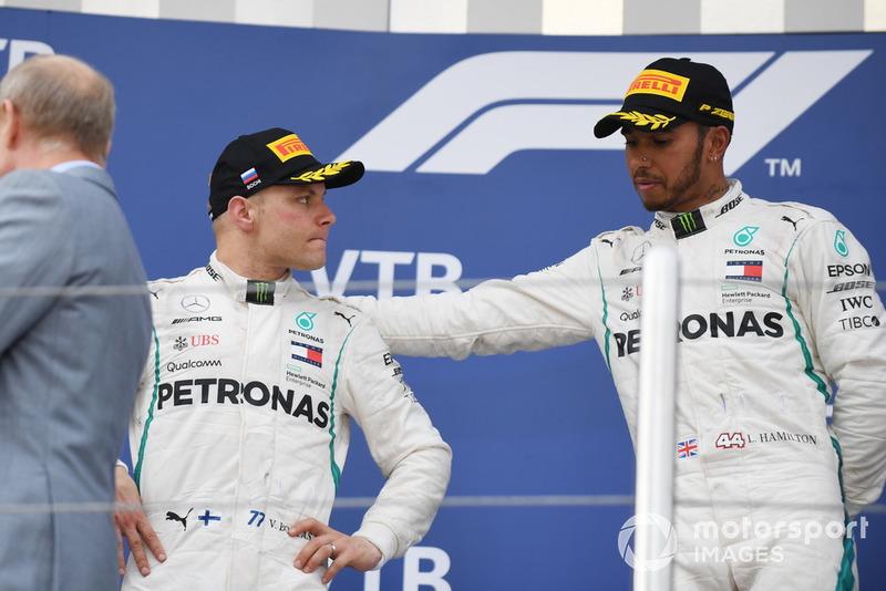 Podio: ganador de la carrera Lewis Hamilton, Mercedes AMG F1 y segundo lugar Valtteri Bottas, Mercedes AMG F1