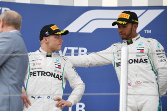 Racewinnaar Lewis Hamilton, Mercedes AMG F1 en tweede plaats Valtteri Bottas, Mercedes AMG F1 op het podium