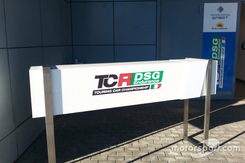 Insegna TCR DSG Endurance