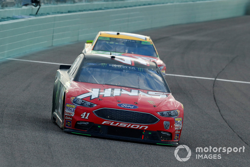 Kevin Harvick, Stewart-Haas Racing, Ford Fusion Jimmy John's, Kyle Busch, Joe Gibbs Racing, Toyota Camry M&M's